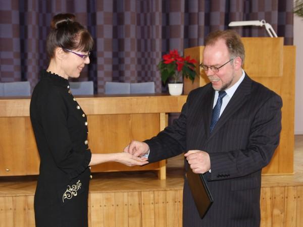 Laurits Leedjärv andis direktori kabineti võtme üle Anu Reinartile. Foto: Kalju Annuk