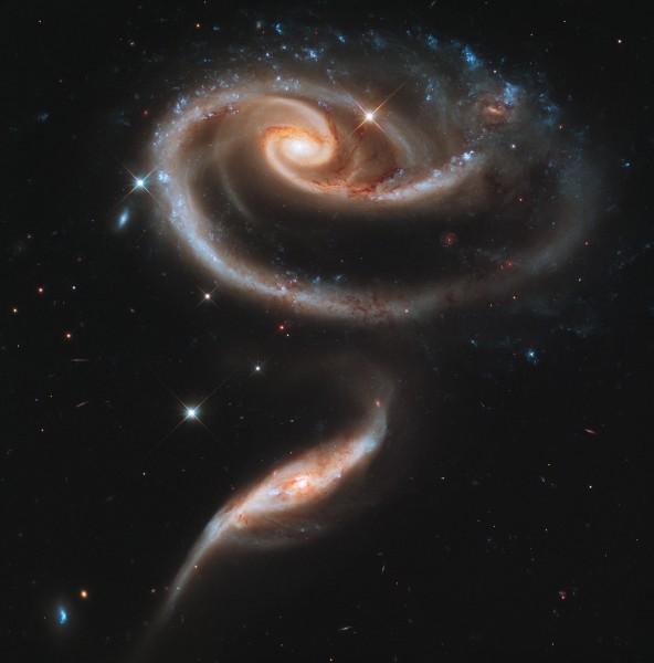 Interakteeruvate galaktikate grupp Arp 273.