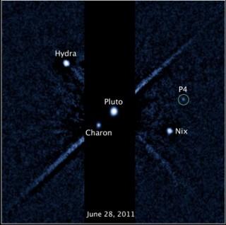 Pluuto kuudega.