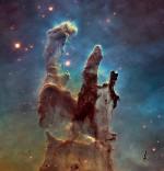 Kosmoseteleskoop Hubble detailseim ülesvõte tolmusammastest Kotka udukogus nähtavas valguses. Pildil nähtavad udukogu sambad on ligikaudu 5 valgusaastat kõrged. Foto: NASA/ESA/The Hubble Heritage Team (STScI/AURA).