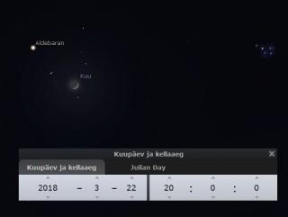 Küü Sõnni tähtkujus Hüaadide täheparve keskel. Paremal paistab ka veidi noorem ja kompaktsem Plejaadide täheparv.
