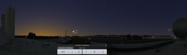 Kuuvarjutus 21.01.18 hommikul AHHAA katusel. Panoraampildil on näha ka hommikused planeedid. Varjutatud Kuu on tegelikust suuremaks tehtud. Pilt: Stellarium