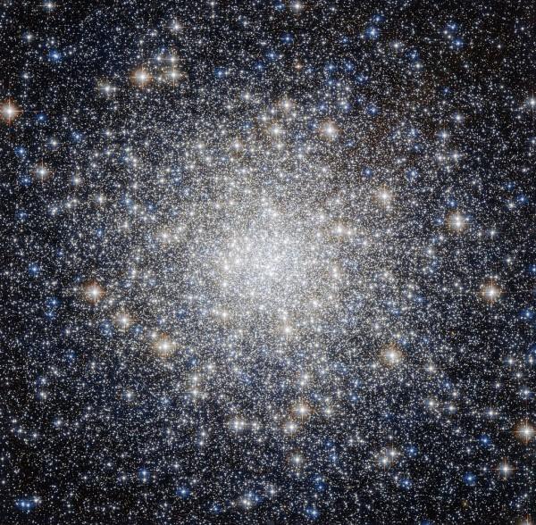 Herkuleses asuv M92 nähtuna Hubble kosmoseteleskoobi poolt.