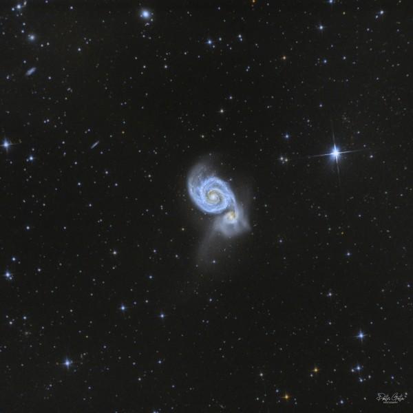 M51 ehk Veekeerise galaktika ja sellega põrkuv kääbusgalaktika M51b. Foto: Dmitri Gostev (https://deepskyhosting.com/astrodex), pildistatud Läänemaal.
