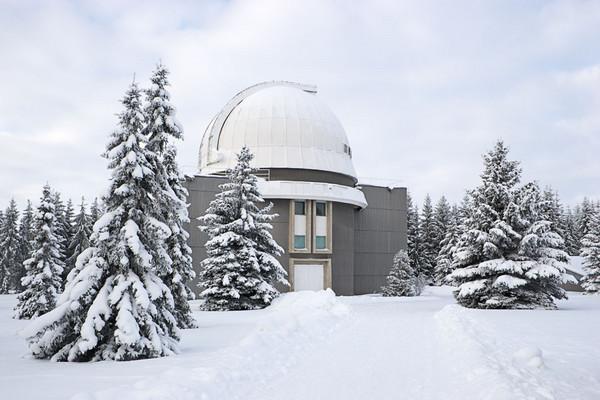 Talvine Tõravere kuppelmaastik